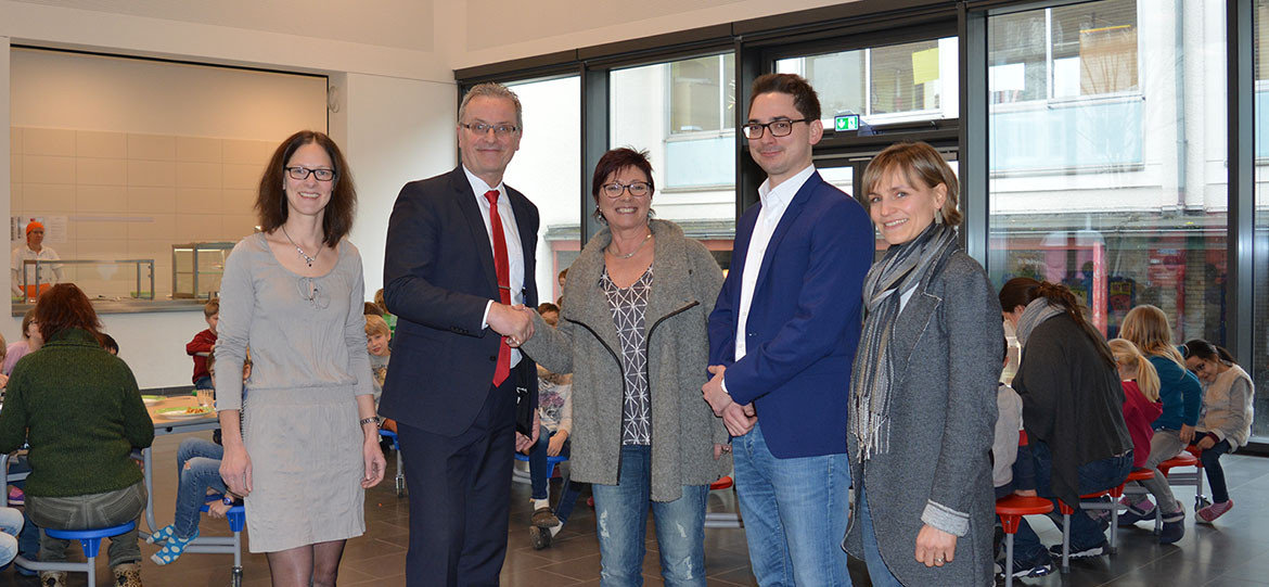 Schunk makes a donation to outfit the new schoolyard